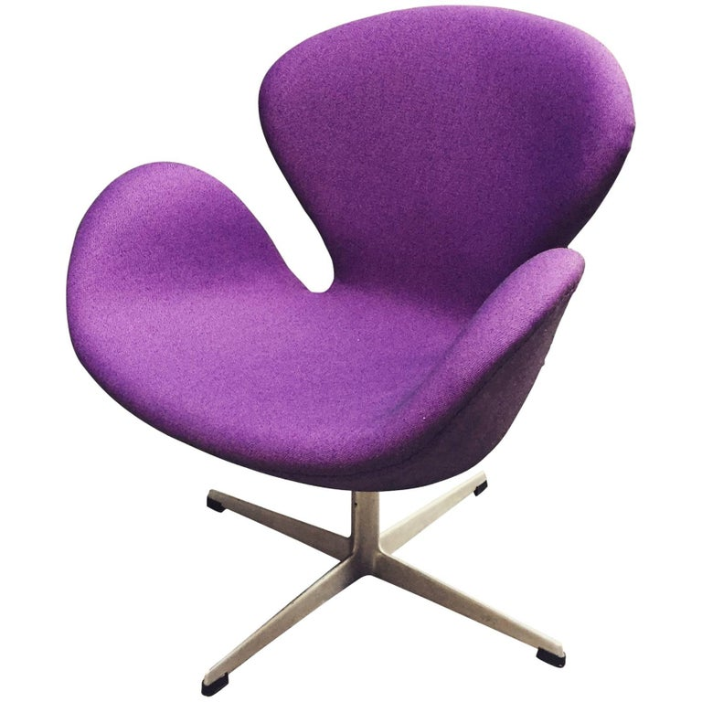 Early Arne Jacobsen 3320 Swan Chair