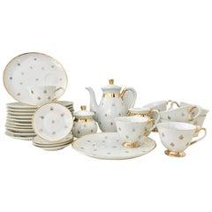 "Vintage White and 22-Karat Gold Porcelain ""Fleur De Lis"" Set of 28"