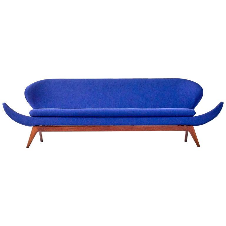 Exceptional Luigi Tiengo Sofa for Cimon Montréal, 1963 For Sale