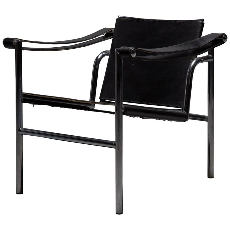 lc1 chair by le corbusier pierre jeanneret and charlotte perriand for cassina for sale at 1stdibs. Black Bedroom Furniture Sets. Home Design Ideas
