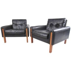 Pair of Midcentury Tufted Leather Lounge Chairs by Stendig