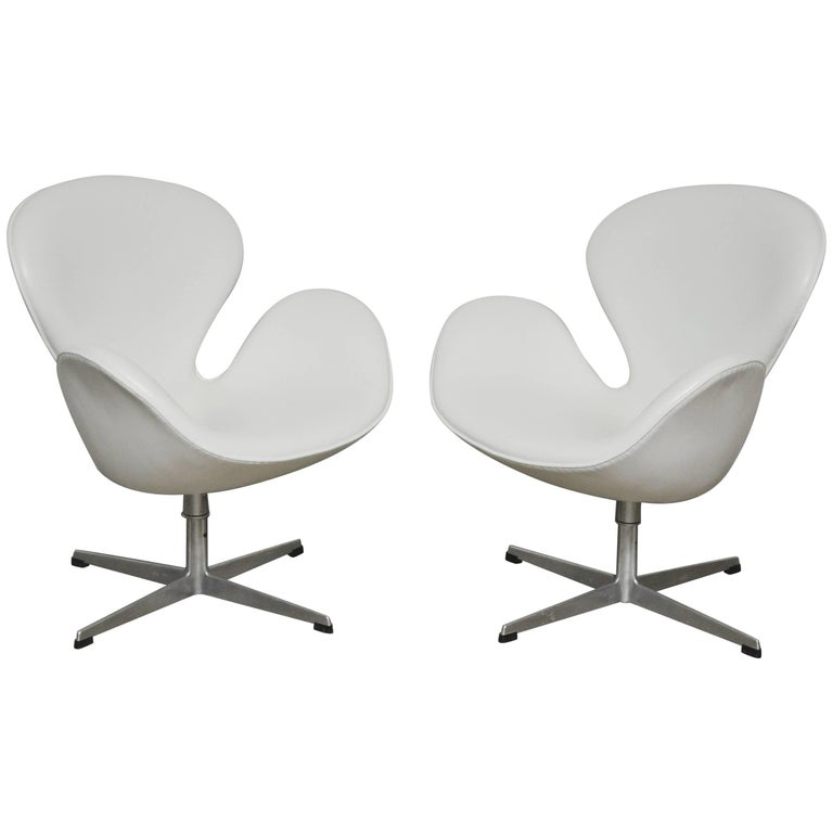 Early Model Swan Chairs by Arne Jacobsen, Swivel & Tilt