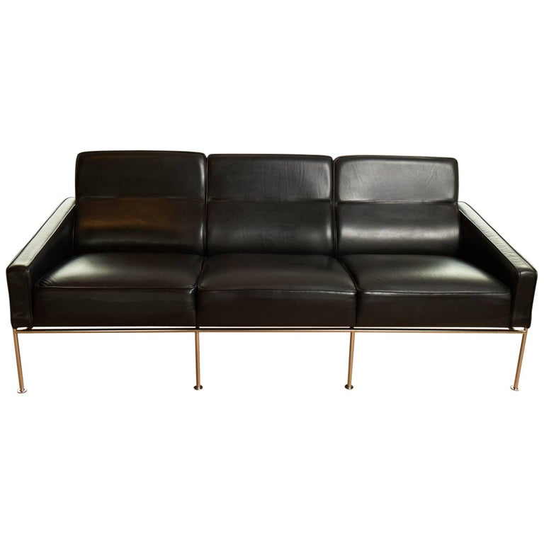 arne jacobsen airport sofa three people for sale at 1stdibs. Black Bedroom Furniture Sets. Home Design Ideas