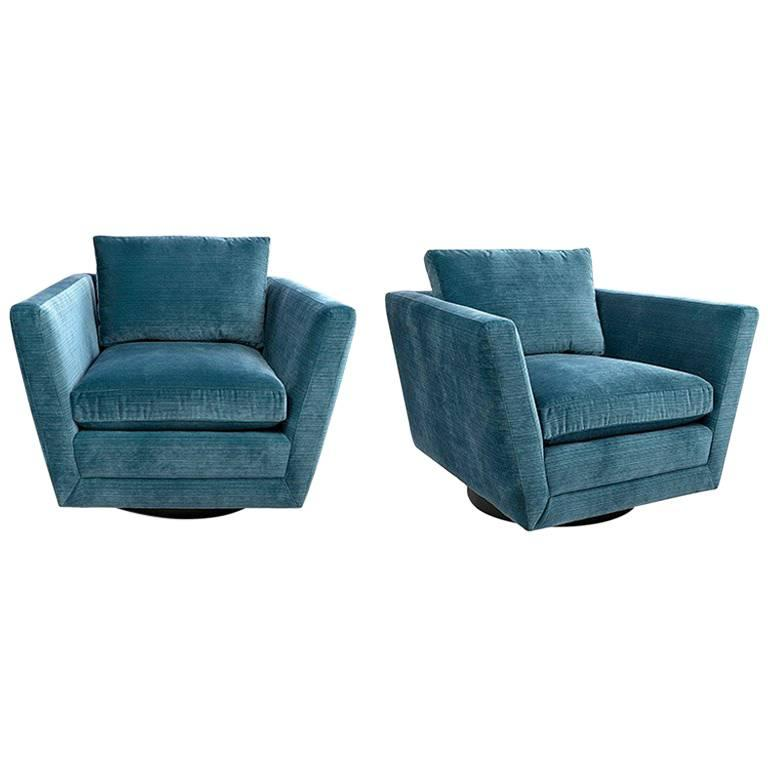 Superbe Sebastian Swivel Chair In Aegean Blue Velvet