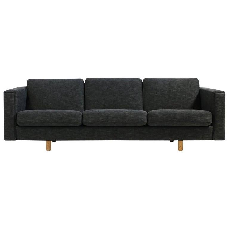 1960s Hans J. Wegner Sofa Mod. Ge 300 for GETAMA, Denmark, New Upholstery, Oak For Sale
