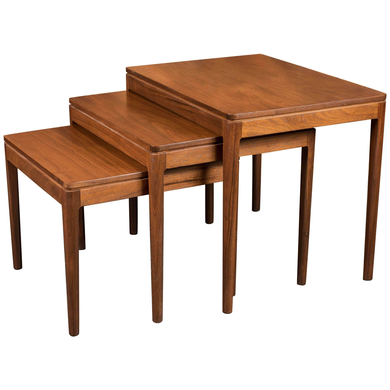Merveilleux Midcentury Walnut Nesting Tables By Kipp Stewart For Drexel For Sale