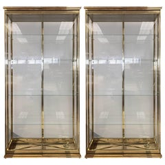 Mastercraft Brass and Glass Curio Cabinets Display Cases Vitrines, Pair