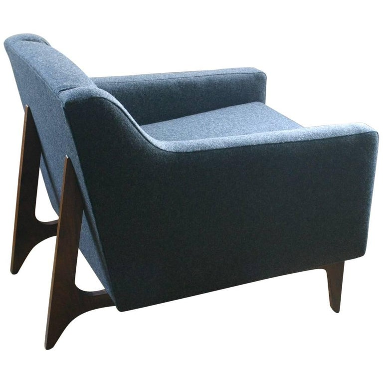 Modern Upholstered Lounge Chair with Walnut Base and Tufted Seat Back For Sale