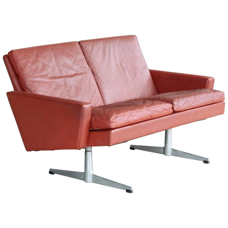 Arne Jacobsen 3300/2 Airport Sofa For Sale at 1stdibs