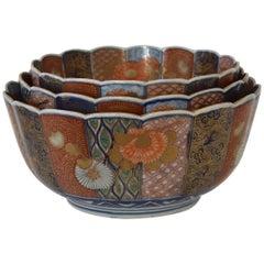 Three Nesting Gilded Meiji Period Japanese Imari Porcelain Bowls, circa 1890