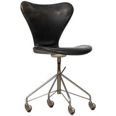 Arne Jacobsen Office Chair Model 3117 by Fritz Hansen in Denmark