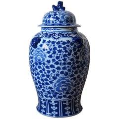 Chinese Porcelain Large Lidded Vase or Jar Blue and White Foo Dog Handles, Qing