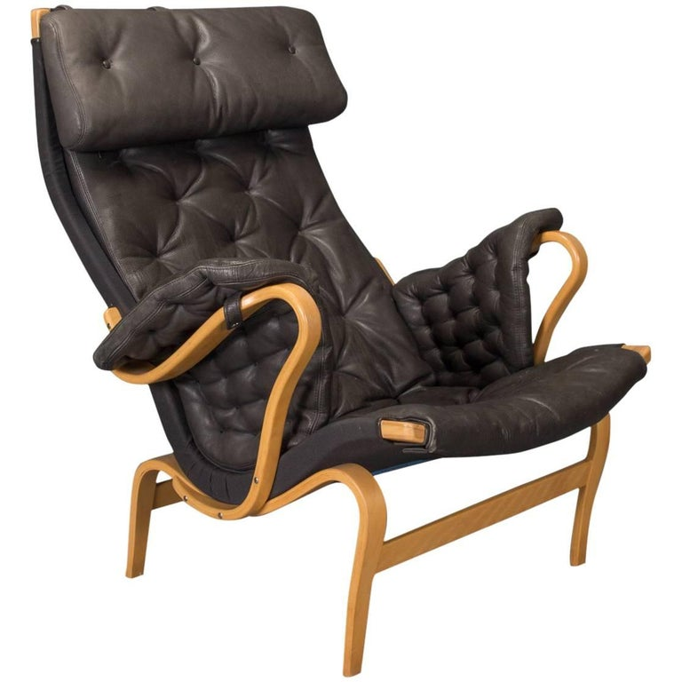 Pernilla Lounge Chair in Beech and Black Leather by Bruno Mathsson for DUX For Sale