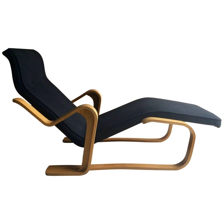 marcel breuer long chair chaise longue black midcentury 1970s bauhaus no 3 for sale at 1stdibs. Black Bedroom Furniture Sets. Home Design Ideas