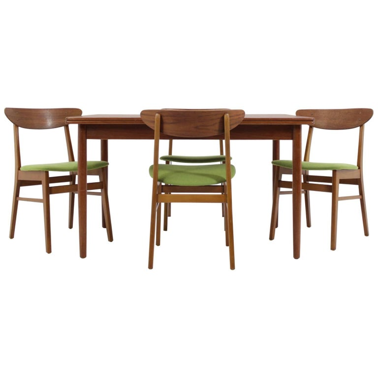 1960 Set Of Danish Dining Extendable Table And Chairs For