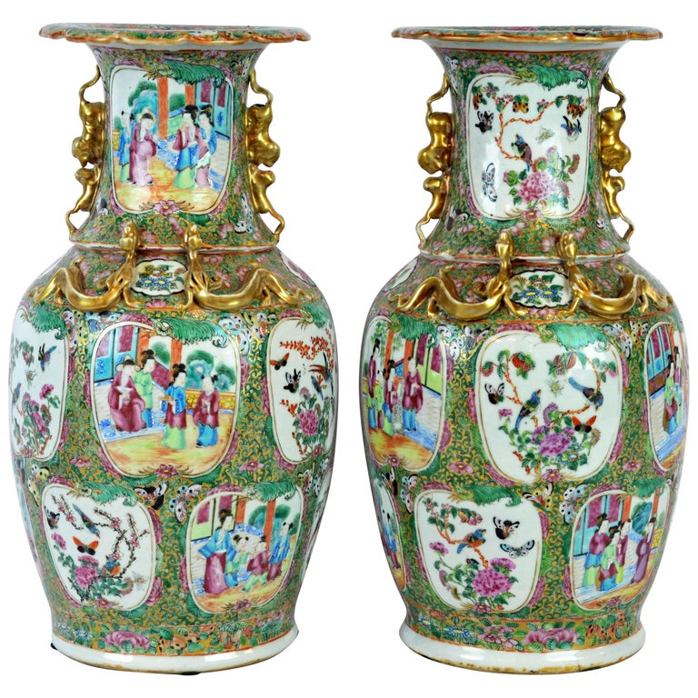 Pair of Lovely Chinese 19th Century Rose Medallion Vases with Gilt Lizards For Sale