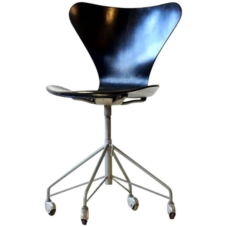 Office Chair by Arne Jacobsen for Fritz Hansen Model 3117 07