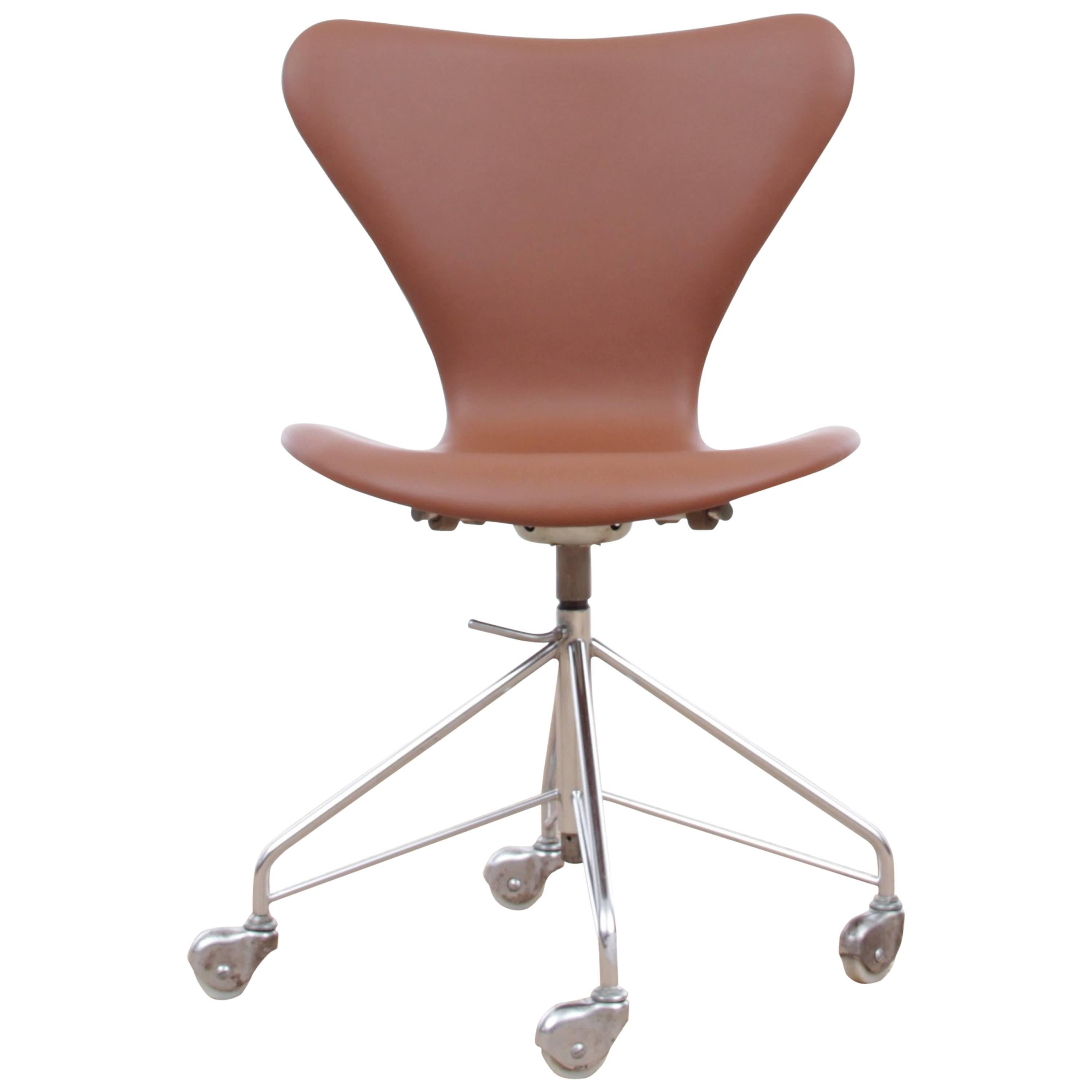 Mid Century Modern Scandinavian Leather Desk Chair Model 3117 By Arne  Jacobsen For Sale