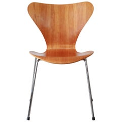 Fritz Hansen Series 7 Chair by Arne Jacobsen