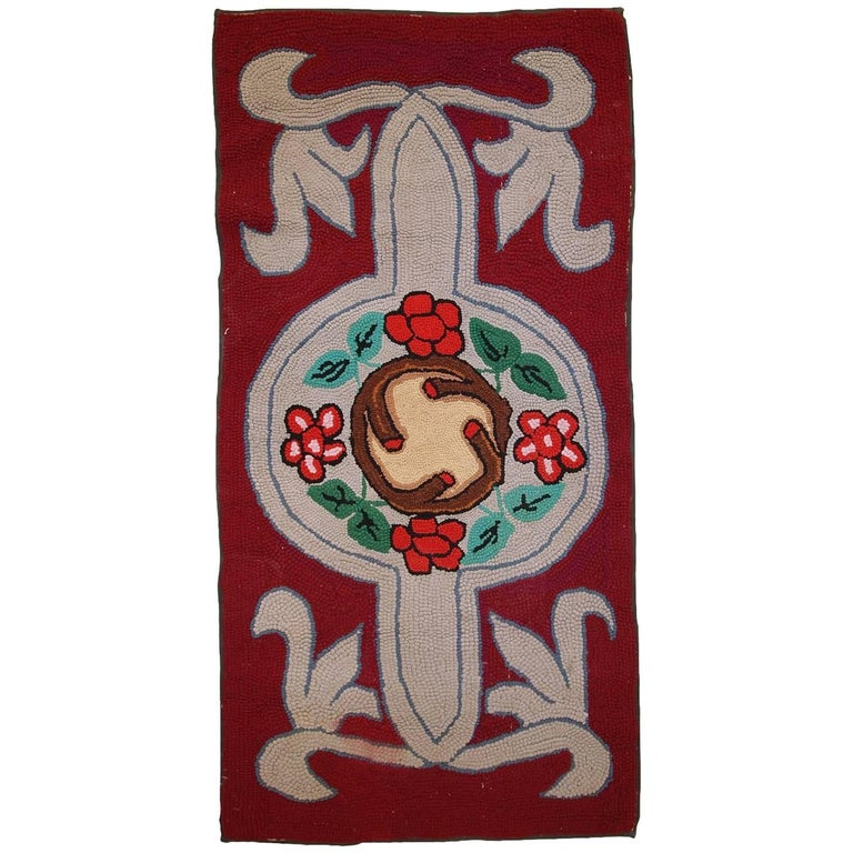 Handmade Antique American Hooked Rug, 1930s