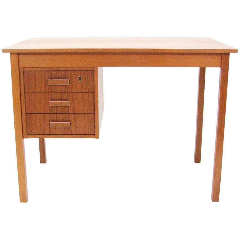 Midcentury Teak Writing Desk by Ejsing Møbelfabrik 1