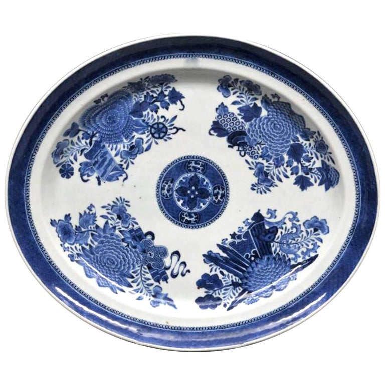 Chinese Export Porcelain Large Blue and White Fitzhugh Dish, circa 1790