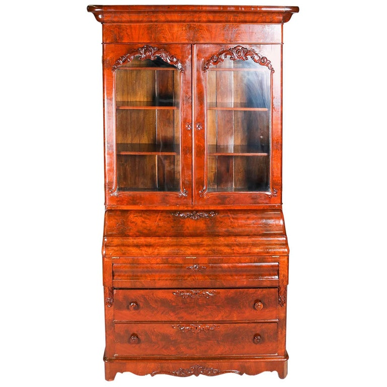 Antique American Empire Flame Mahogany Carved Slant Front Secretary 19th  Century For Sale - Antique American Empire Flame Mahogany Carved Slant Front Secretary