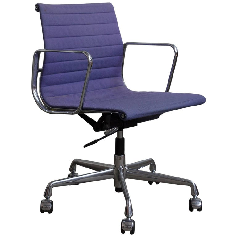 1958 Ray And Charles Eames Purple Adjule Tilt Office Chair With Five Wheels For
