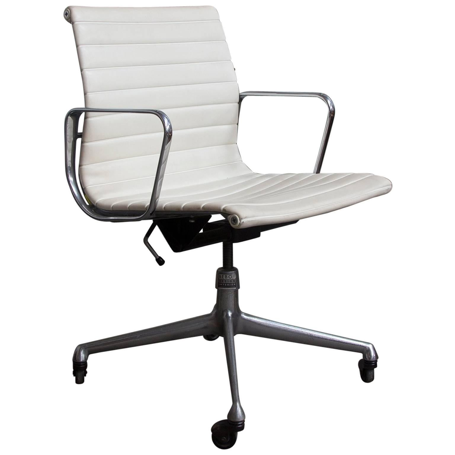 Off white office chair Furniture 1958 Ray And Charles Eames White Vinyl Adjust Tilt Office Chair Four Wheels 1stdibs 1958 Ray And Charles Eames White Vinyl Adjust Tilt Office Chair