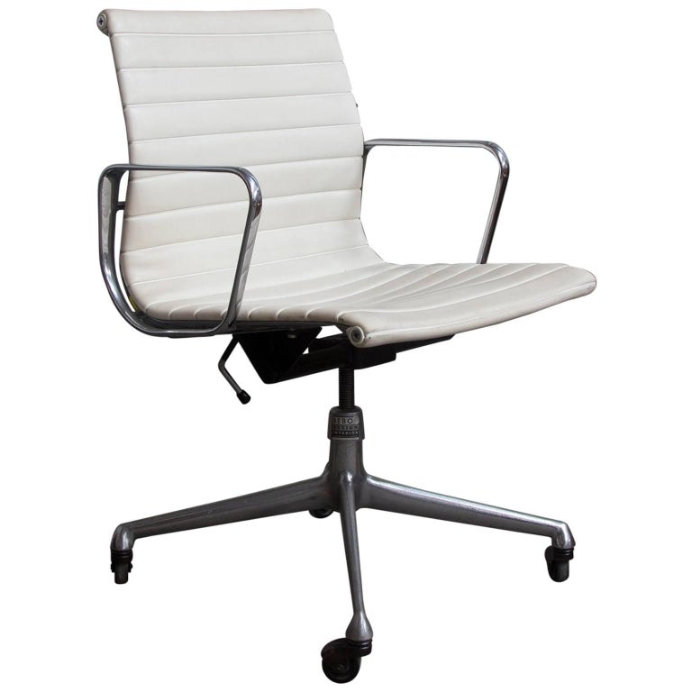 1958 Ray And Charles Eames White Vinyl Adjust Tilt Office Chair Four Wheels