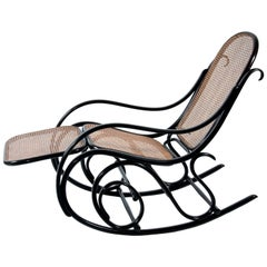 Thonet Rockingchair No. 10 with Footrest