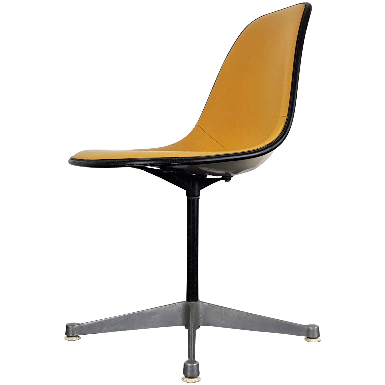 Vintage Vinyl Upholstered Eames Swivel Chair On Contractor Base, Herman  Miller For Sale