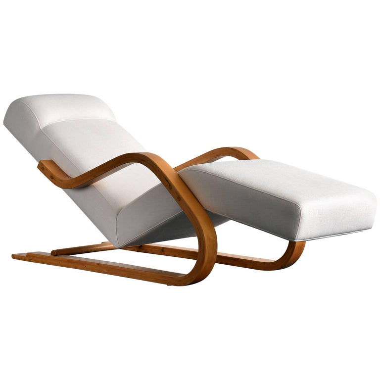 Alvar Aalto Early And Rare Cantilevered Chaise In White Fabric Circa 1937 For Sale