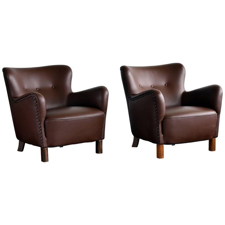 Fritz Hansen, Pair of Club Chairs in Brown Leather with Brass Nails, 1940s For Sale