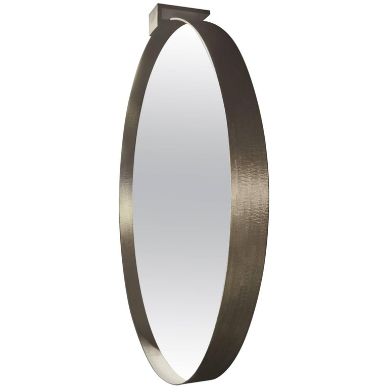 Moi Round Mirror in Sculpted Brass by Soraya Osorio