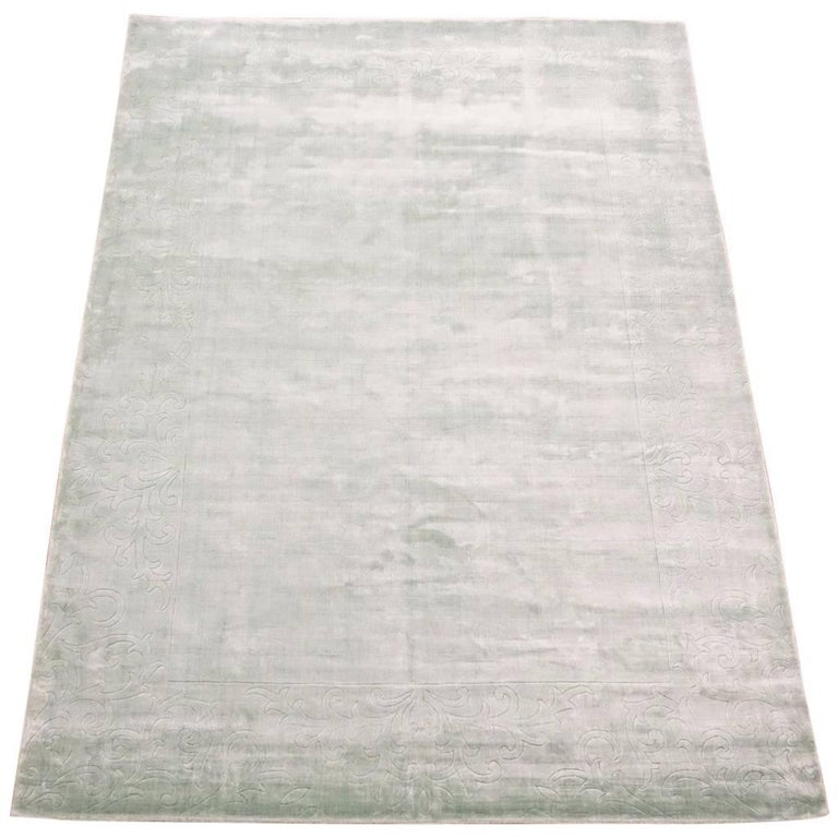 Light-Green Bamboo Silk Rug With Sculptured Border For