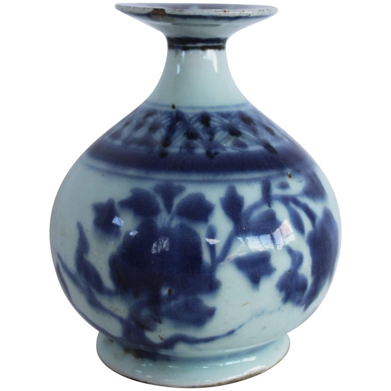 Chinese Blue and White Ceramic Bud Vase