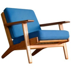 Hans Wegner Low Back Lounge Chair Model GE-290 in Oak and Wool for GETAMA