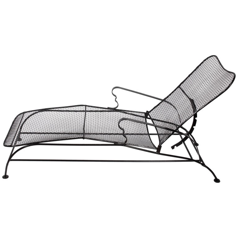 Russell woodard black sculptura adjustable chaise longue for Black mesh chaise lounge