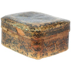 19th Century Chinese Paper Mache Box with Classic Chinese Pattern