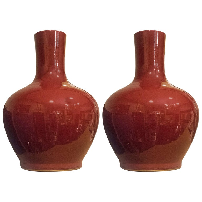 """Couple of Midcentury Red Vases """"Sang of Boeuf """", in Chinese Porcelain"""