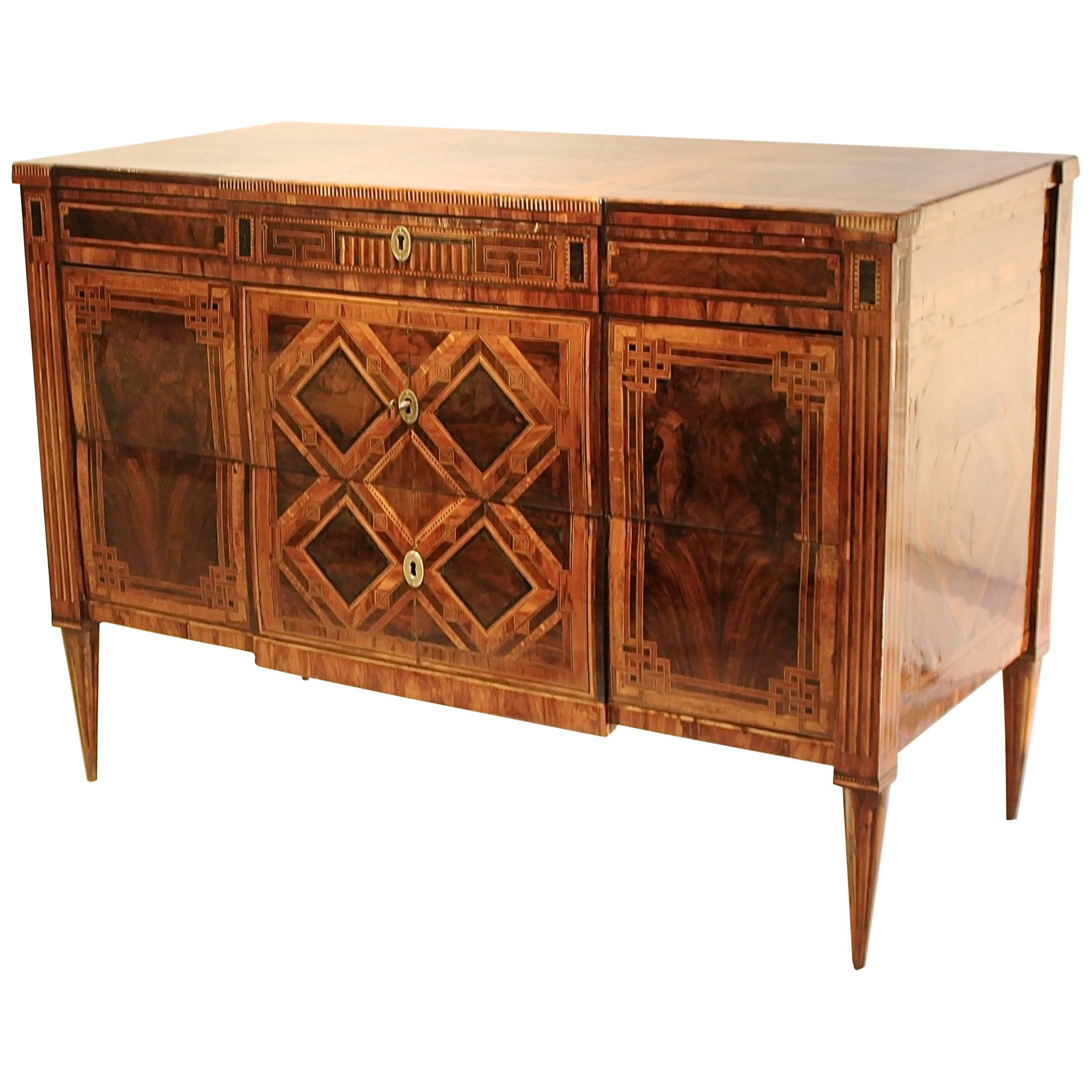 Lovely 18th Century Louis XVI Chest Of Drawers In Walnut Marquetry, Naples, Italy
