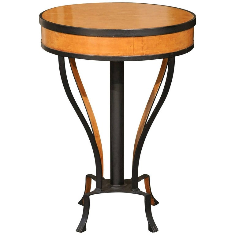 Austrian Biedermeier 1820s Guéridon Side Table with Burl Veneer and Iron Frame