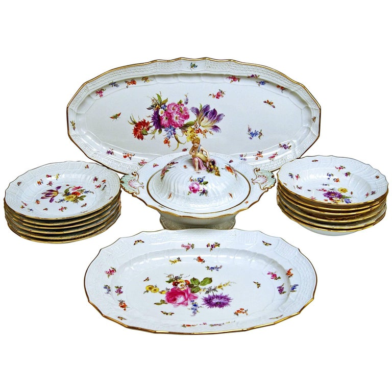 Meissen Dinner Set Neubrandenstein Six Persons Kaendler Eberlein Made circa 1850 For Sale