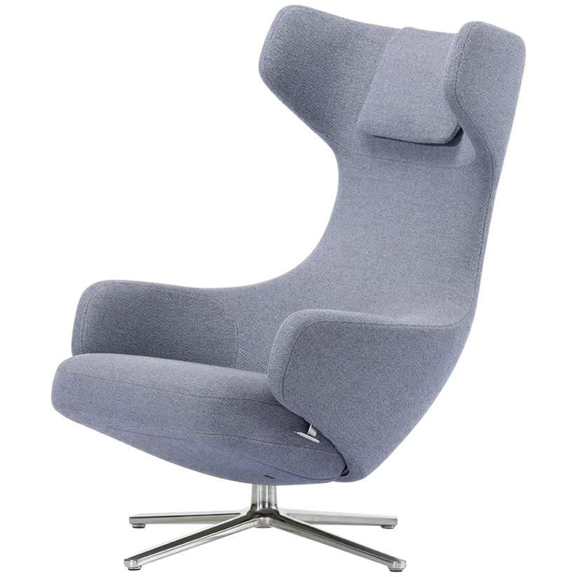 Delightful Grand Repos Lounge Chair, Kvadrat Davina MD 773 Upholstery For Sale