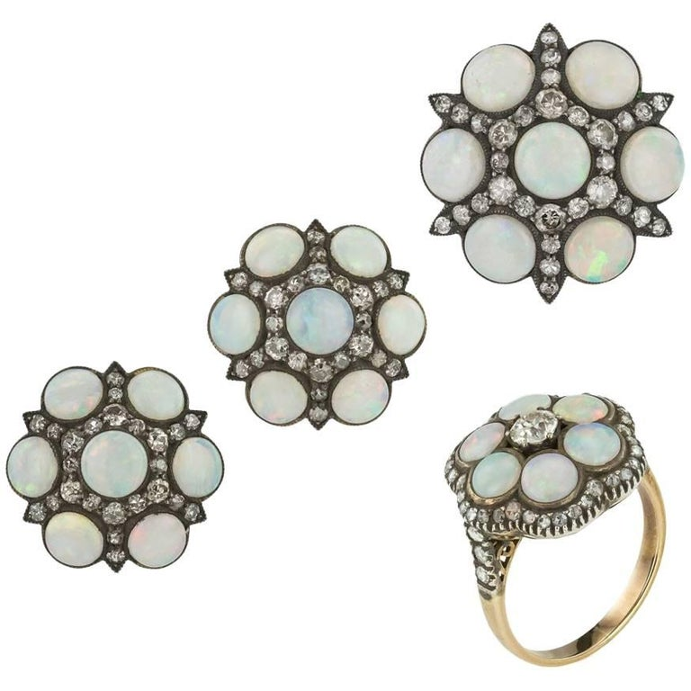 Stunning 18-Karat Gold, Opal and Diamonds Earrings, Ring and Brooch Set