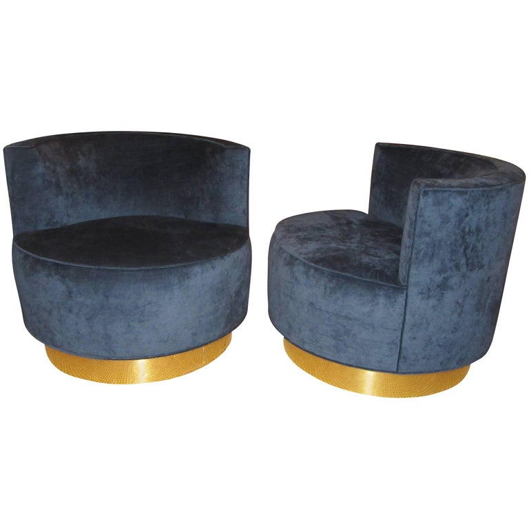 Pair of Mid-Century Modern Swivel Barrel Chairs For Sale