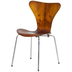 Chair Model 3107 in Plywood by Arne Jacobsen in 1955