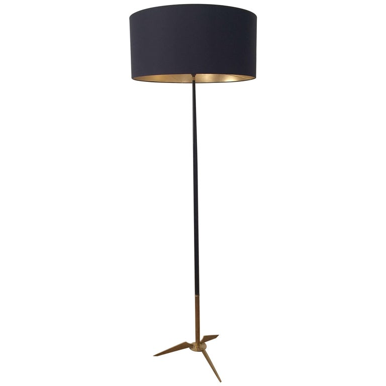 Midcentury Brass and Black Lacquered Floor Lamp in the Style of Stilnovo