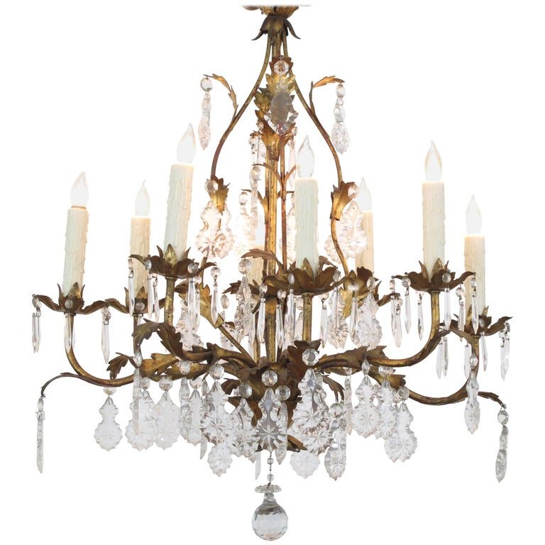 Elegant Italian 1960s Hollywood Regency Eight-Light Gilt-Tole Chandelier